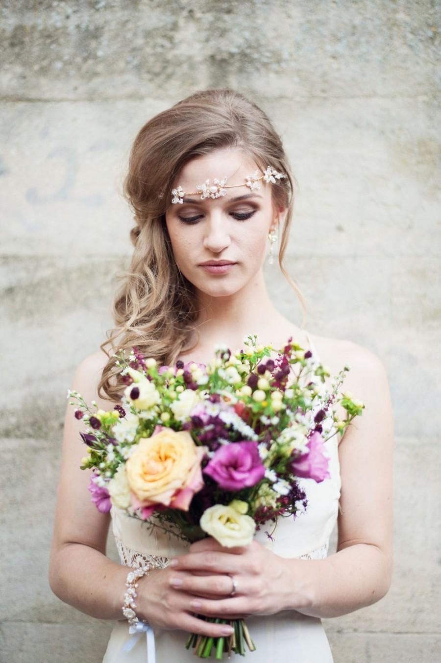 Свадьба - Pearl and crystal bohemian style hair vine, bridal hair vine, boho bride, bridal headpiece, wedding headpiece, crystal bridal headpiece