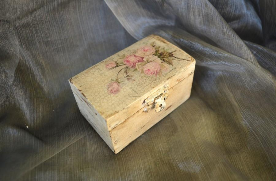 Wedding - Rustic Wedding Ring Box.Pale pink roses Save the Date Box.Wedding Ring Holder.Vintage Roses Ring Box.Custom personalized wedding ring box