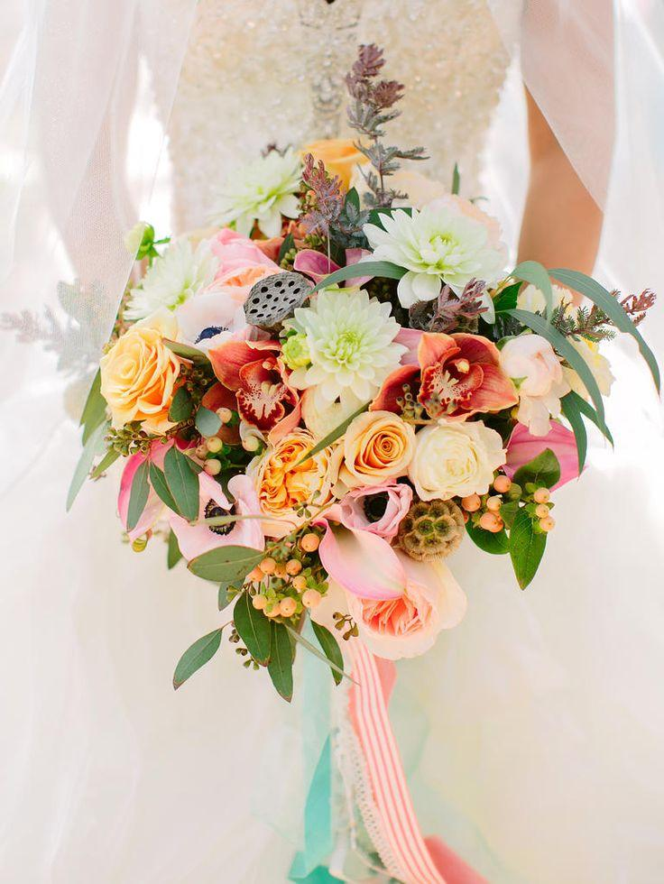 Wedding - 7 New Twists On The Bridal Bouquet