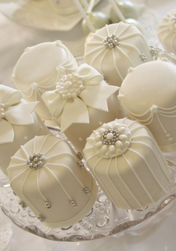 Cake Mini White Cakes 2730921 Weddbook