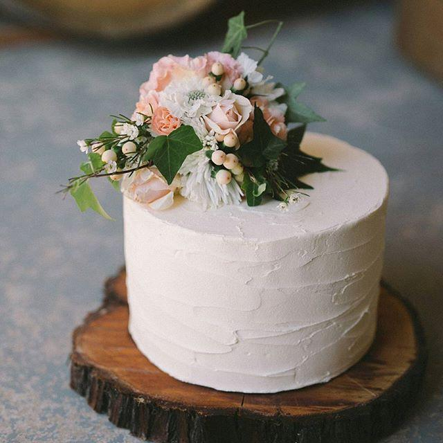 The Wedding Playbook On Instagram An Ornate Mirrored Cake Stand Is