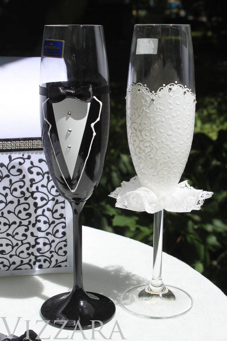 Bride And Groom Toasting Glasses Champagne Glasses Wedding Flutes