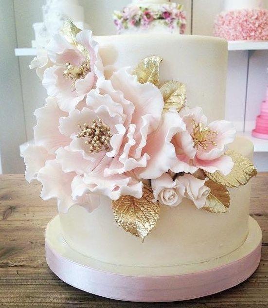 Hochzeit - Gold Leafed Flower Wedding Cake