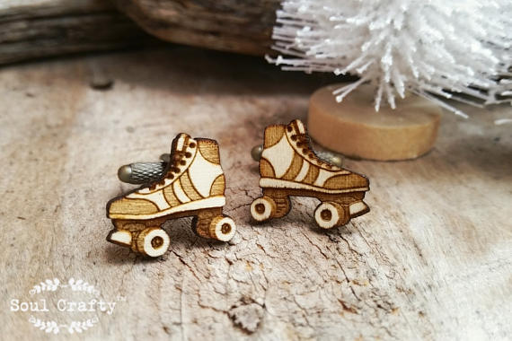 Свадьба - Roller Skate Wooden Cufflinks Roller blade skating cuff link Dad Grooms Best man Groomsman Rustic Wedding Birthday Gift Cuff links