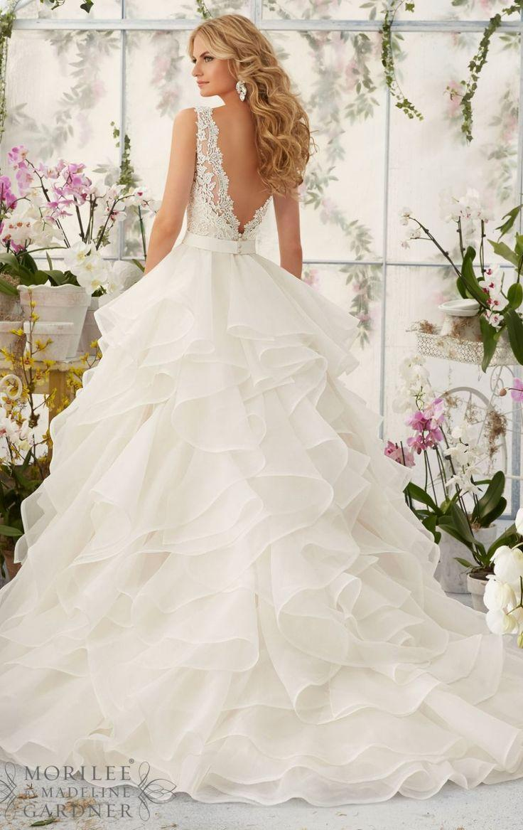 A50 Sexy V Neck Lace Top Wedding Dresses Charming Layers Vintage Dress