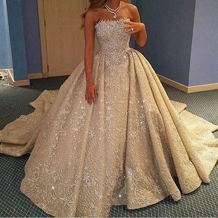 Пышное блестящее свадебное платье
