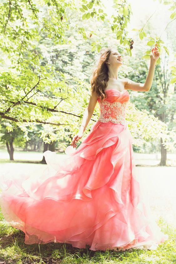 Свадьба - 本気で可愛いカラードレス20選!ふんわりマシュマロカラーで妖精みたいな花嫁さんに♪