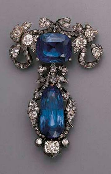 زفاف - AN ANTIQUE SAPPHIRE AND DIAMOND BROOCH