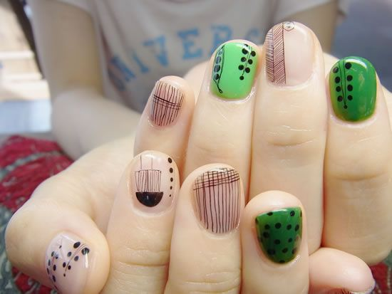 Wedding - Green and Black Nail Art