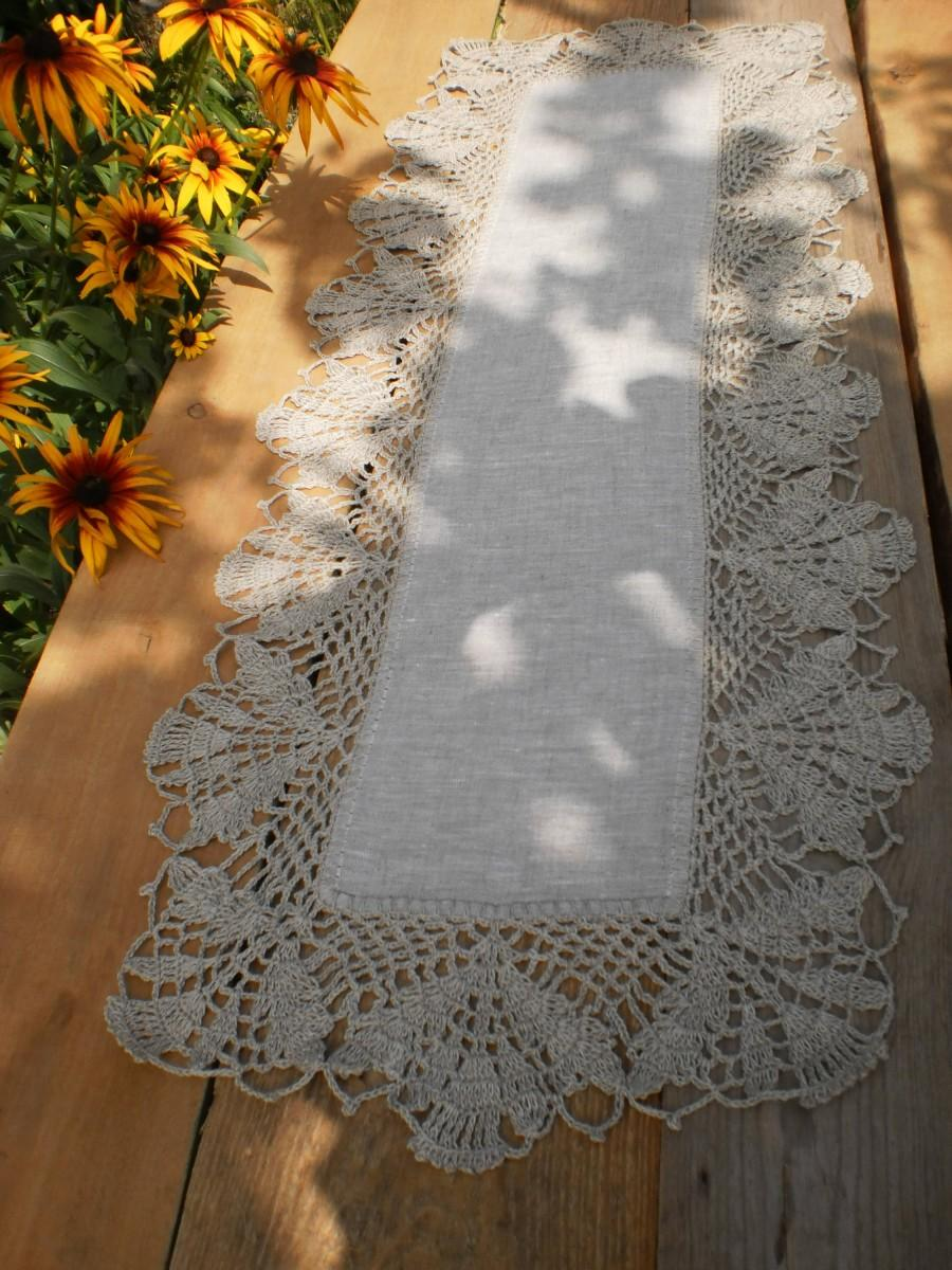 Mariage - Gift for Her Table Runner Flax Table Runner Rustic Home Decor Linen Table Runner Lace Tablecloth Country Chic Linens Crochet Doily Decor
