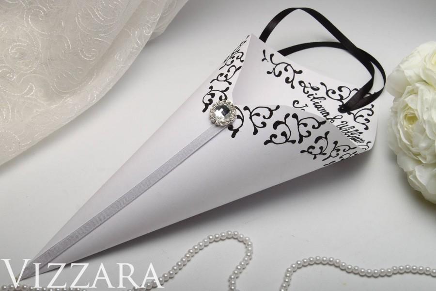 Mariage - black Confetti Cones Wedding ideas Wedding basket Wedding set Decor Black white Wedding cones for wedding Confetti Cones petal cones paper