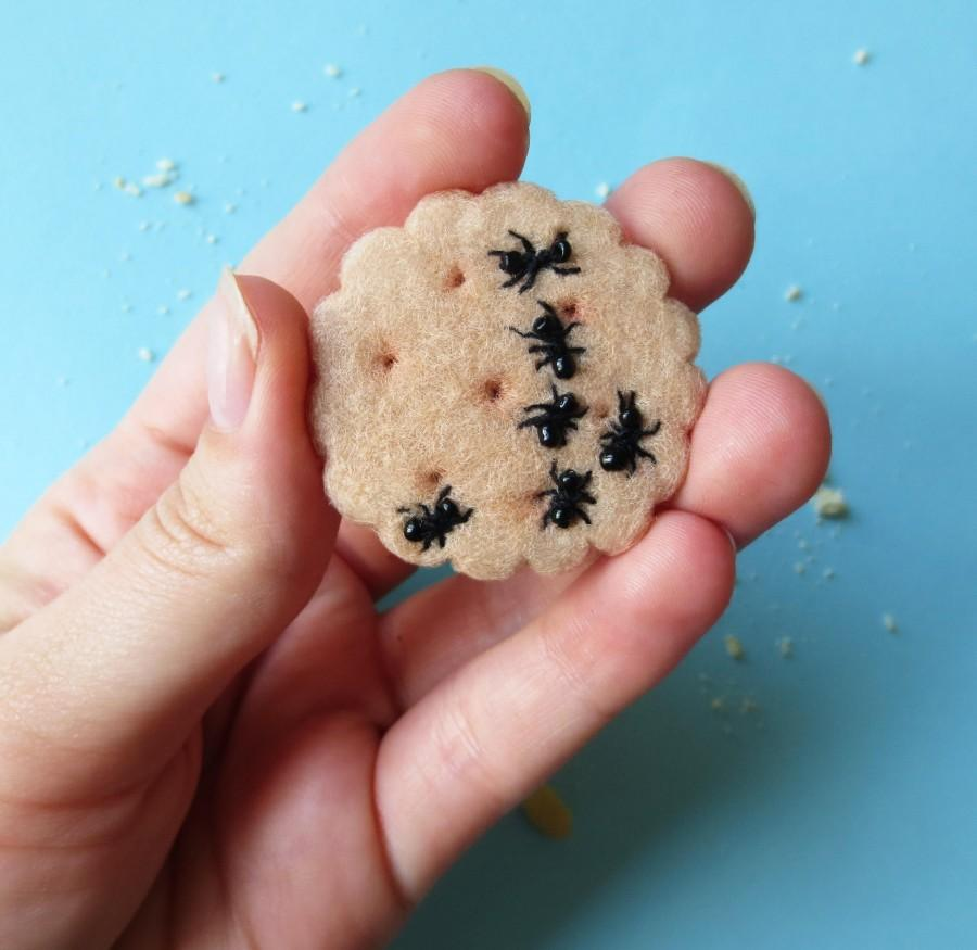 Mariage - Cookie brooch, cookie with ants, biscuit, needle felted brooch, pastry, sweets brooch, sweet jewelry