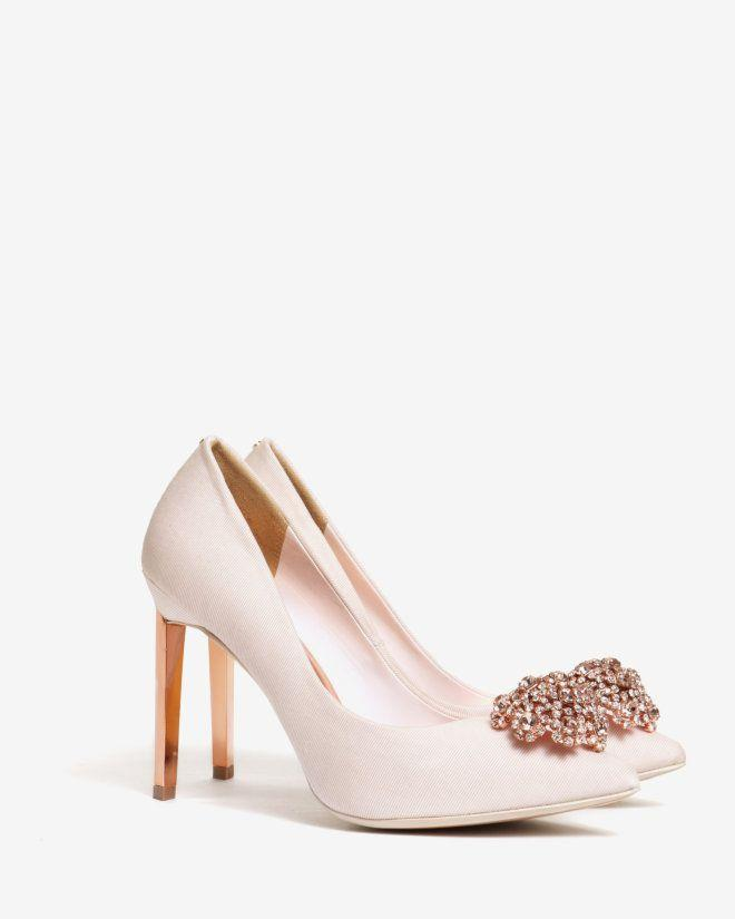 Hochzeit - Suede Brooch Detail Court Shoes - Nude Pink