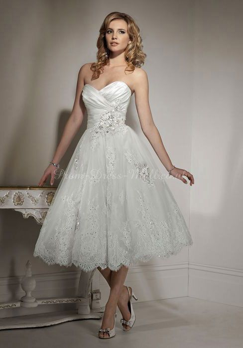 Свадьба - Lace Natural Waist Knee Length Sleeveless Sweetheart Wedding Dress With Applique
