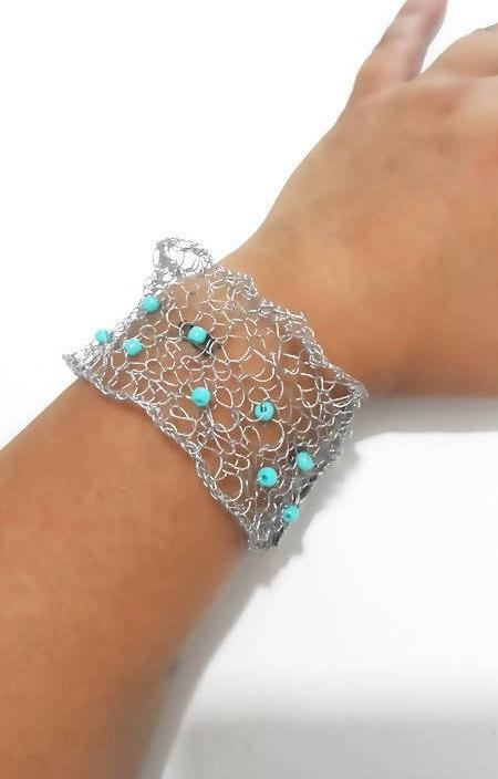 Mariage - Sterling silver wire knit beaded cuff bracelet , handmade silver mesh with clasp, wedding, bridal jewelry