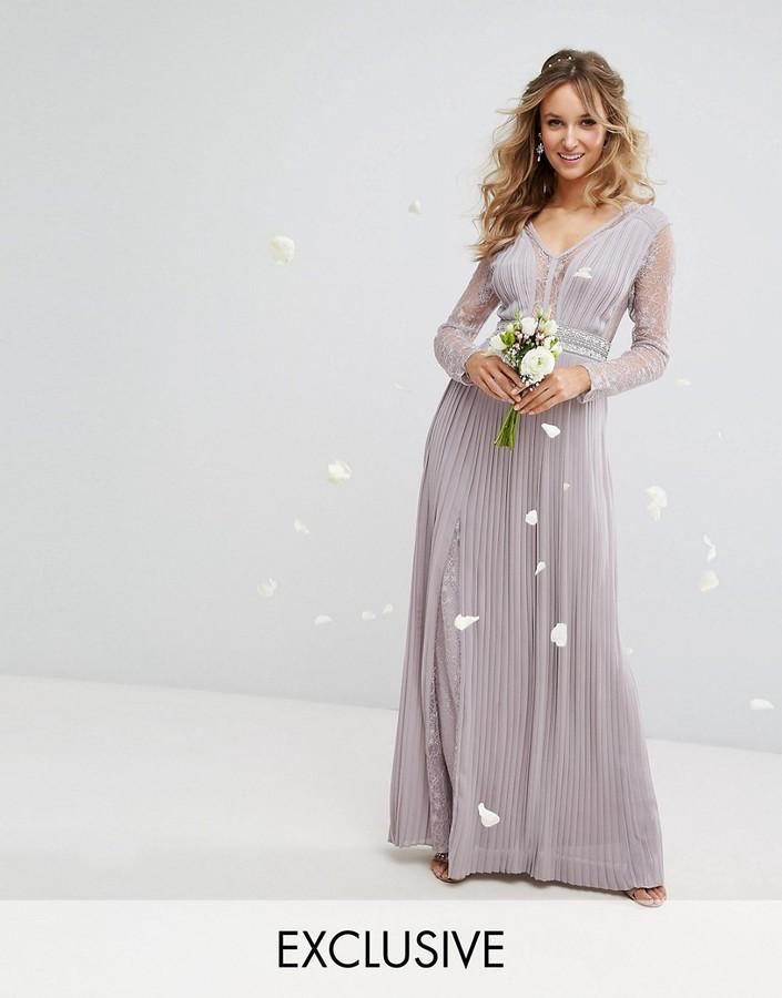 Mariage - TFNC WEDDING Pleated Maxi Dress with Long Sleeves and Lace Inserts with Embellished Waist