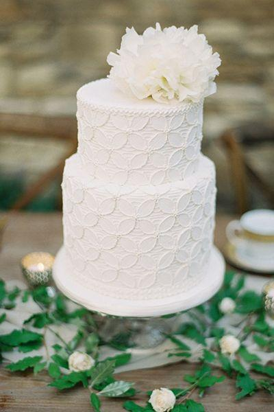 Mariage - 25 White Wedding Cakes The Traditionalist Will Love