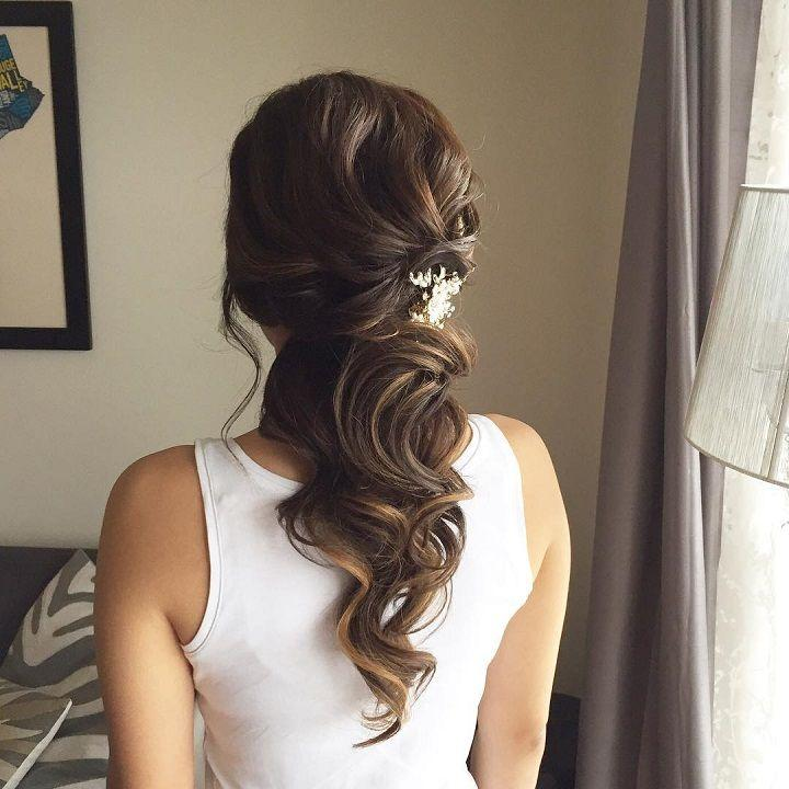 Свадьба - This Beautiful Half Up Half Down Bridal Hairstyle Perfect For Any Wedding Venue