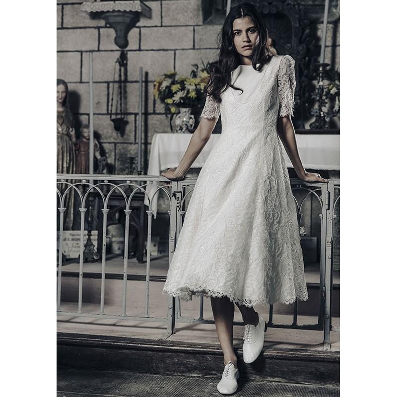 Hochzeit - Laure de Sagazan 2017 Gary Lace Short Sleeves Spring Tea-Length Covered Button Garden Vintage Ivory Aline Bateau Bridal Dress - Top Design Dress Online Shop