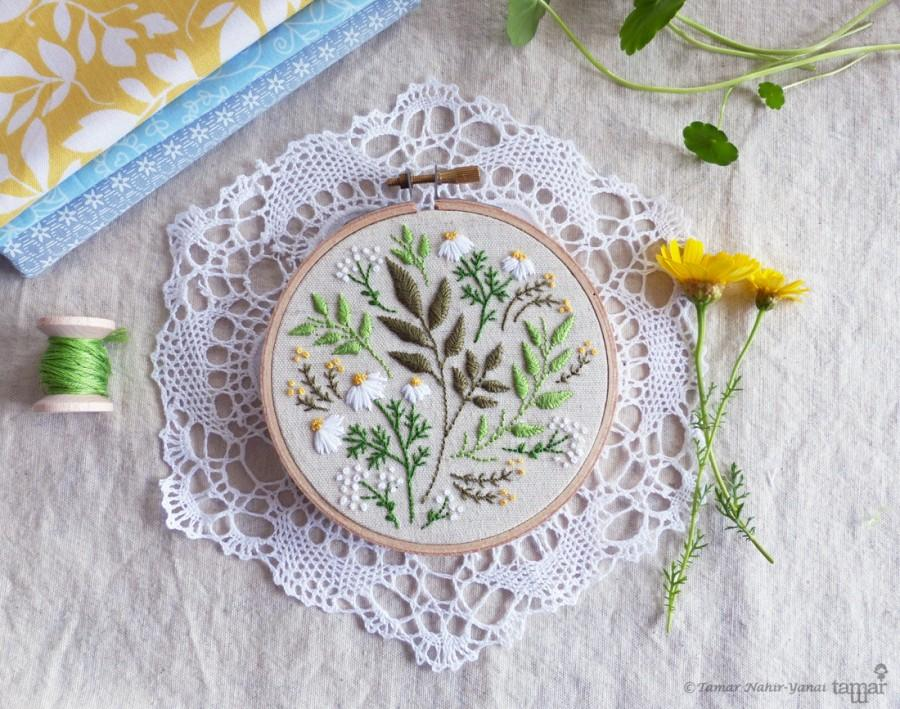 Свадьба - Green flowers, Embroidery kit, Christmas gift idea - Green Leaves - christmas gift for coworker, Embroidery Hoop Art, Diy Kit, Tamar Nahir
