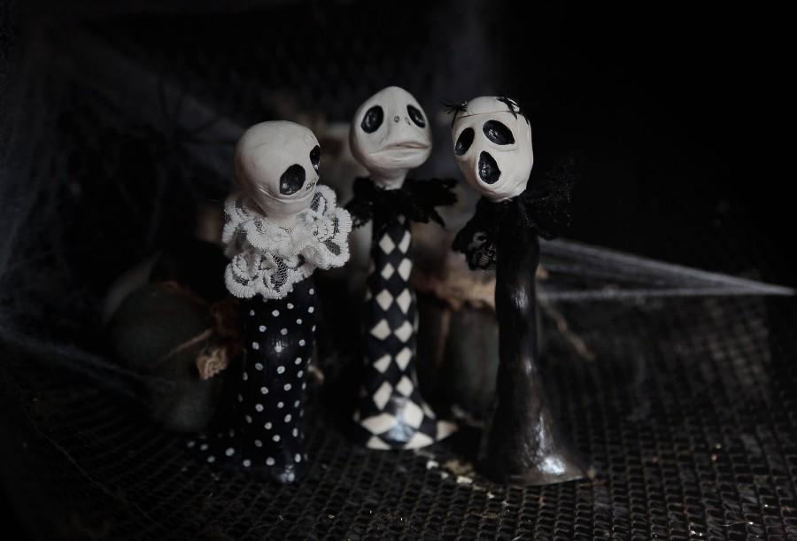 Mariage - Halloween ornament skeletons art dolls. Set of 3 author's dolls skeletons Black and white Halloween whimsical horror dolls decorations doll