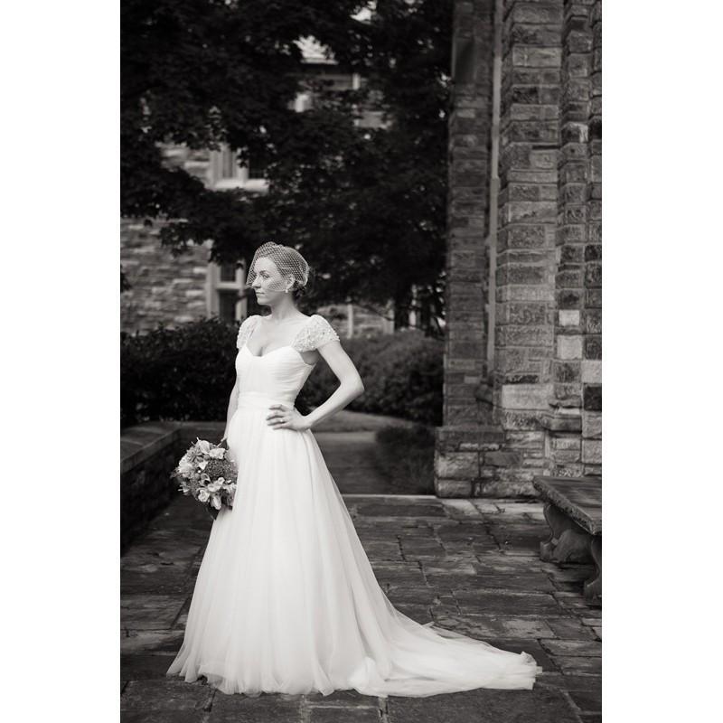 Mariage - Chapel Train Ivory Sweet Wedding Dress Ball Gown Sweetheart Raglan Sleeve Chiffon Zipper Up Beading Fall Hall Bridal Dress - dressosity.com