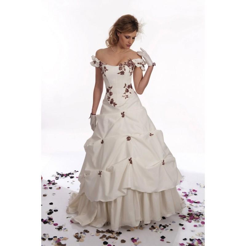Wedding - Pia Benelli, Tactile ecrue et bordeaux - Superbes robes de mariée pas cher