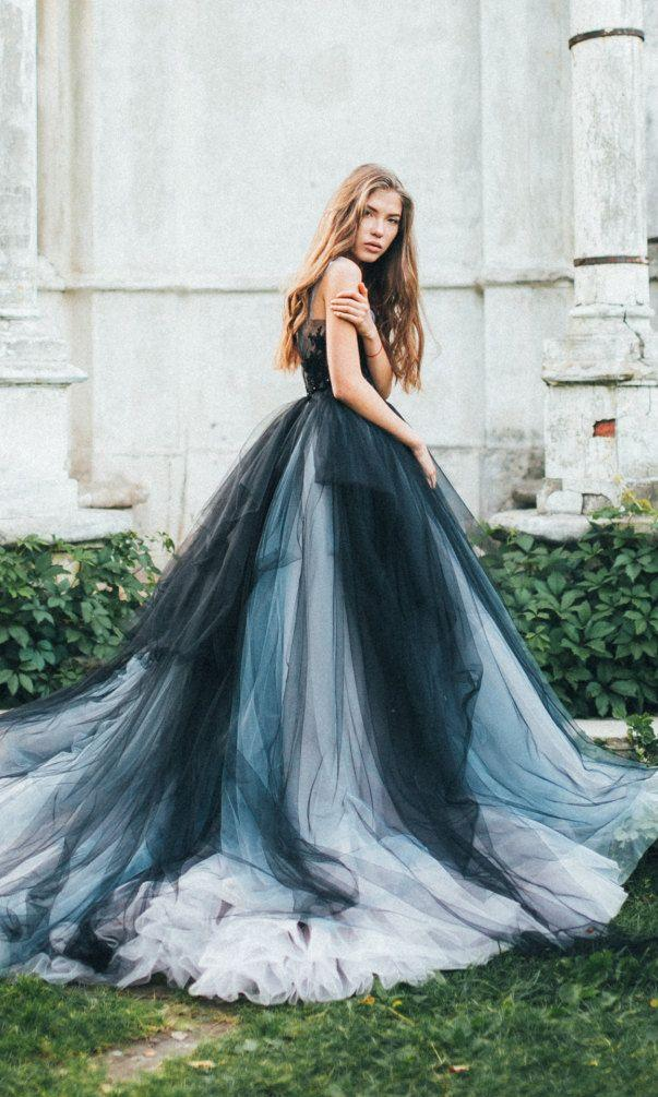 Mariage - Volumetric Black Tulle Gown, Embroidered Lace Top, Multicolored Skirt // Calypso Nightfall