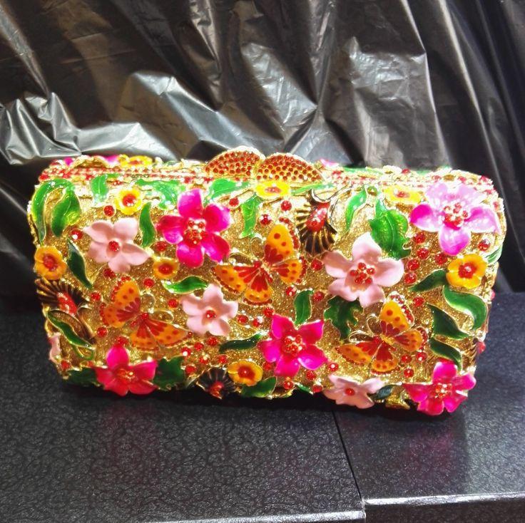 Hochzeit - Luxury Bridal Prom Rhinestone Crsytal Metal Bridal Flower Butterfly Box Clutches