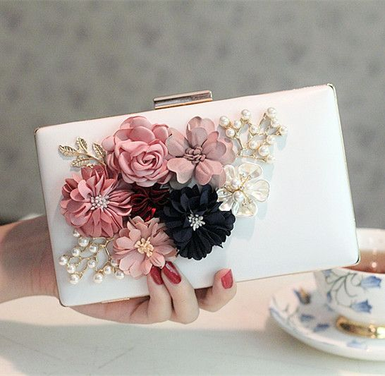 Hochzeit - 2017 Women Bag Hot Hand Evening Bags New The Chain The Appliques Pattern Flowers Wedding Dinner Bags