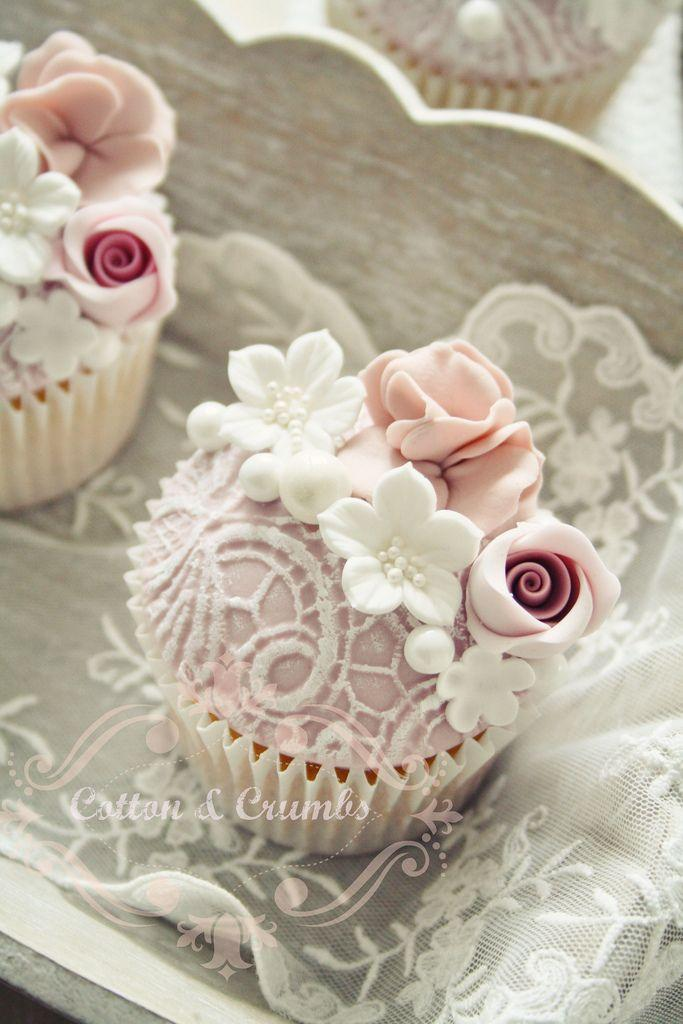 Boda - Lace Covered Cupcakes