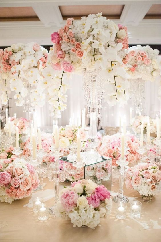 Boda - Tall Floral Centerpiece