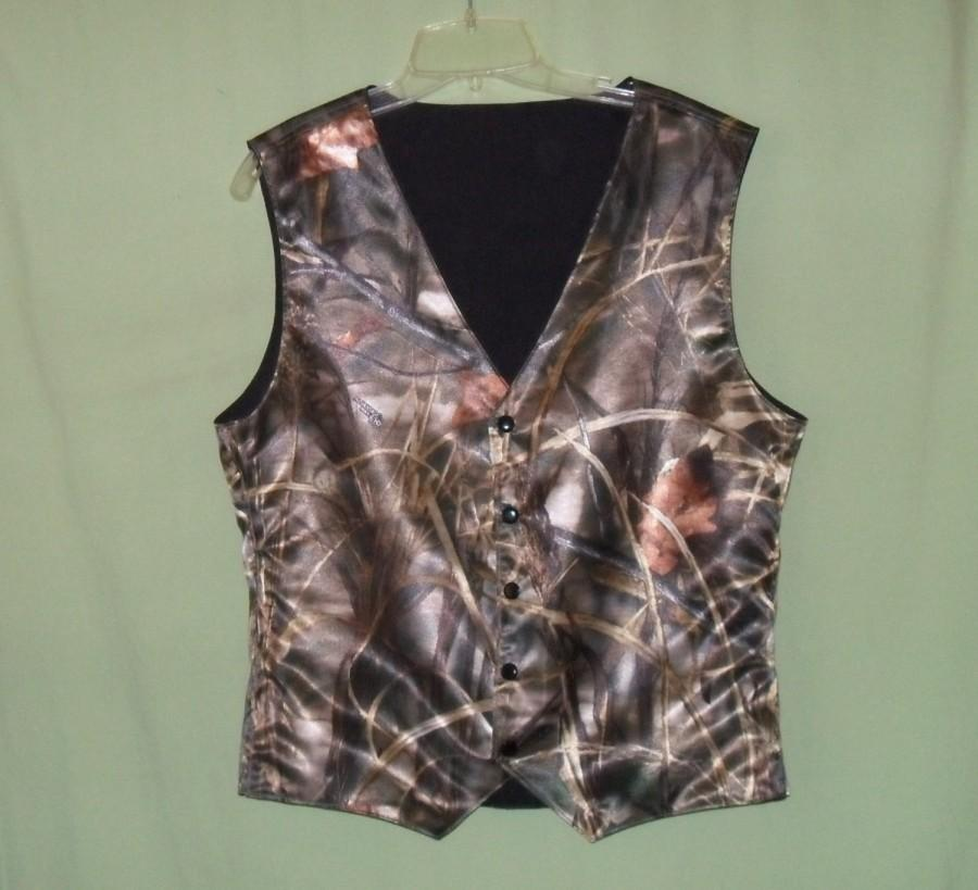 Свадьба - Boys and Men Camo vest. RealtreeAp Max 4 satin shown in photo #7 in fabric selection NB to size kids 10.Also 22 camo colors to select from