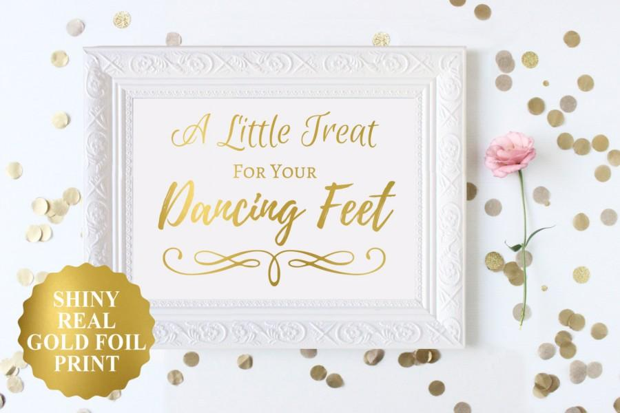 Mariage - Wedding Dancing Shoes Sign, Flip Flop Wedding Sign, A Little Treat For Your Dancing Feet Sign, Gold Foil Dancing Shoes Sign, Wedding Signs