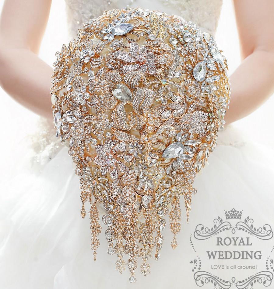Mariage - Gold Wedding Bridal Bouquet Brooch Bouquet Bridesmaids Bouquet Wedding Bouquet Keepsake Bouquet Cascading Bouquet Jewelry Bouquet