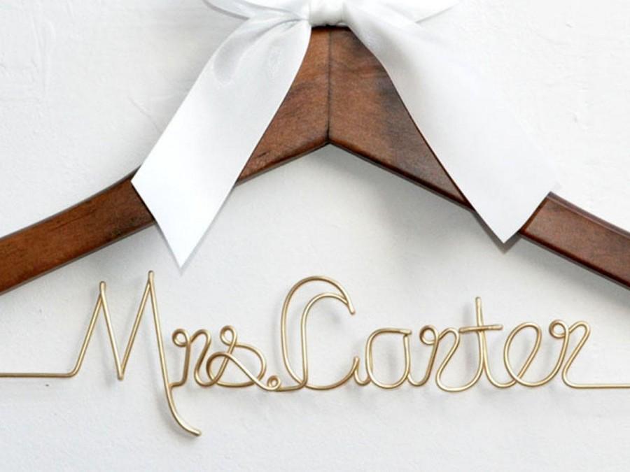 Mariage - Personalized Wedding dress hanger, Bride hanger,Mrs hanger, Bridal Shower Gift,Personalized Bride Hanger,Personalized Custom Wedding Hanger,