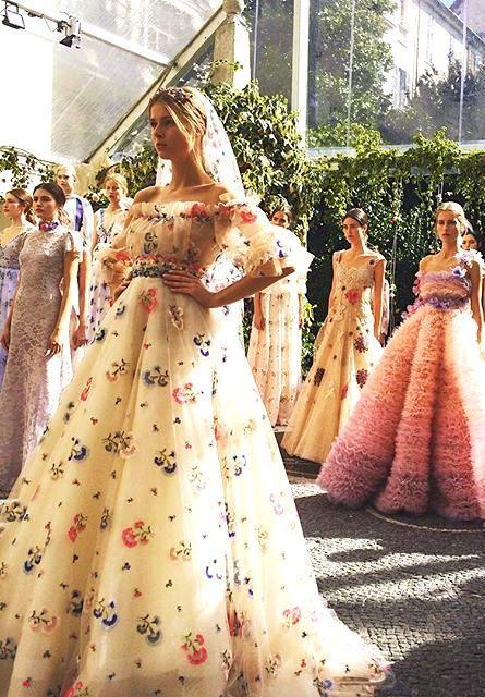زفاف - Fashion! Turn To The Left ...