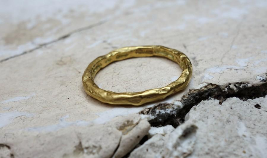 Mariage - Unique Wedding Ring Handmade Wedding Band Hand Forged Cast Different Archeological Design Casual Rings Stacking Rings Gioielli Thin Gold