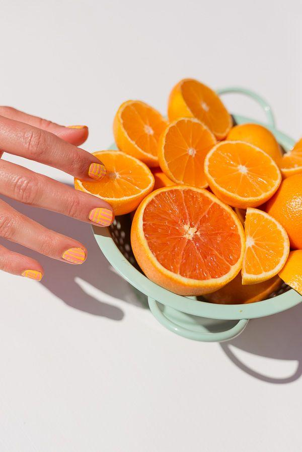 Mariage - Striped Orange Nails