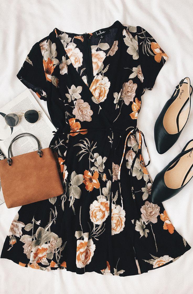 زفاف - Picturesque Love Black Floral Print Wrap Dress