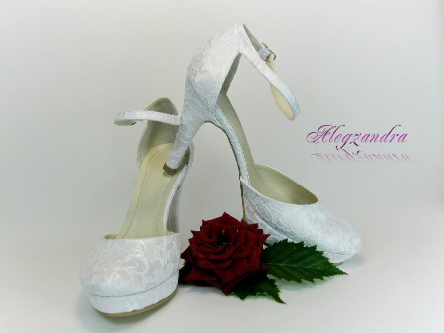 6a2643ce66a1 Lace Bridal Shoes