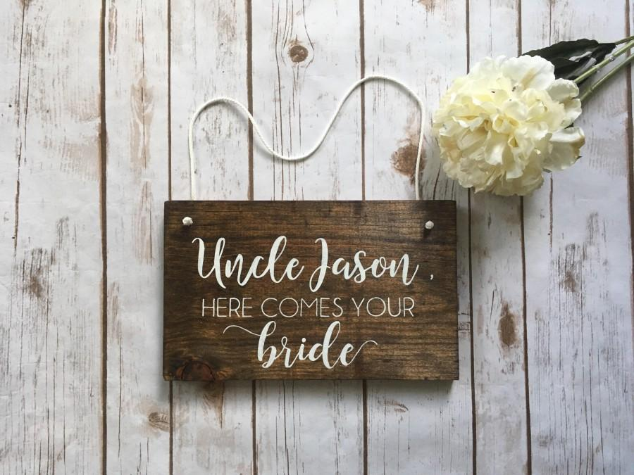 Mariage - Uncle Here Comes The Bride Wooden Sign Ring Bearer Flower Girl Rustic Wedding Decor Spring Summer Fall Winter Wedding Used stuff