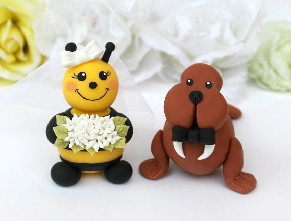 Mariage - Custom wedding cake topper, bee and walrus cake topper, bride and groom cake topper, hand made wedding cake topper with banner