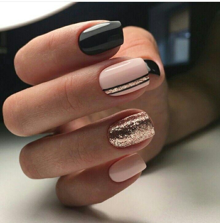 Boda - Gold Sequin Nails