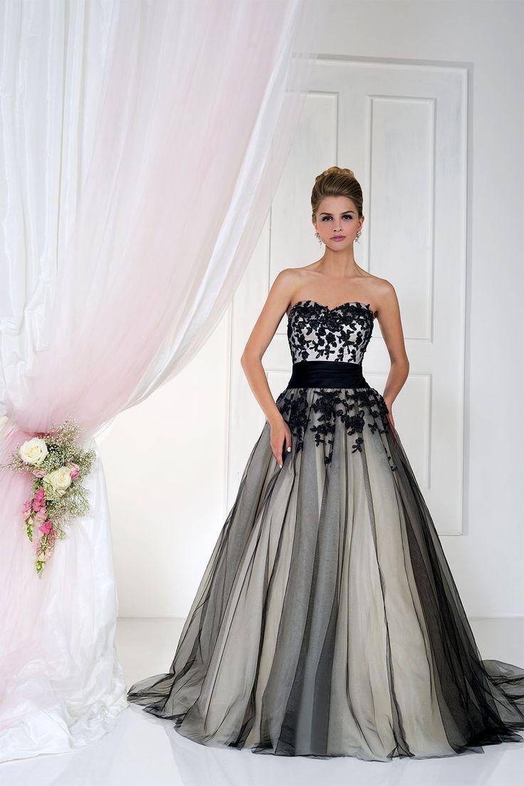 Gothic Wedding Dress.Gothic Wedding Dresses 15 Dramatic Gowns 2777964 Weddbook