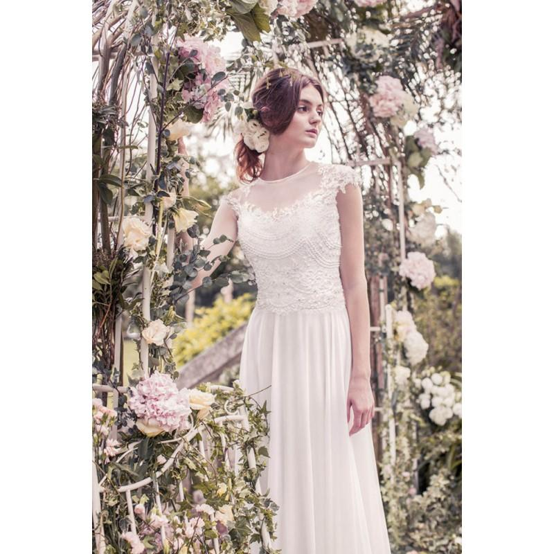chapel train chiffon wedding dress