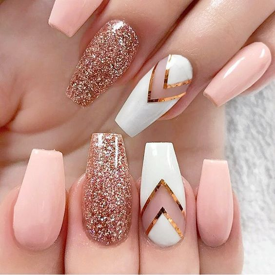 Boda - Pink And White Nail Art