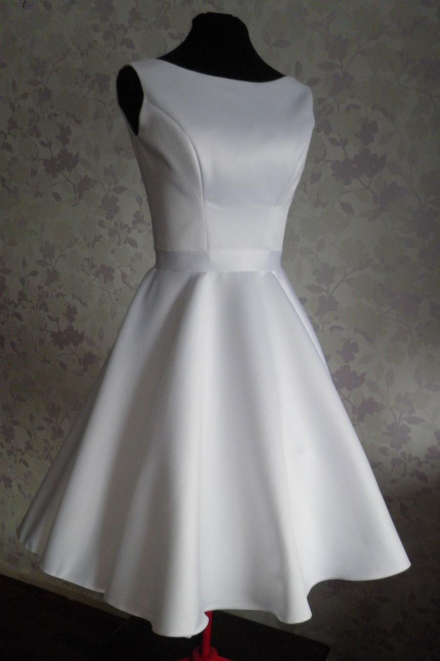 Vintage Inspired Wedding Dress In Style Of Audrey Hepburn 1950 With ...