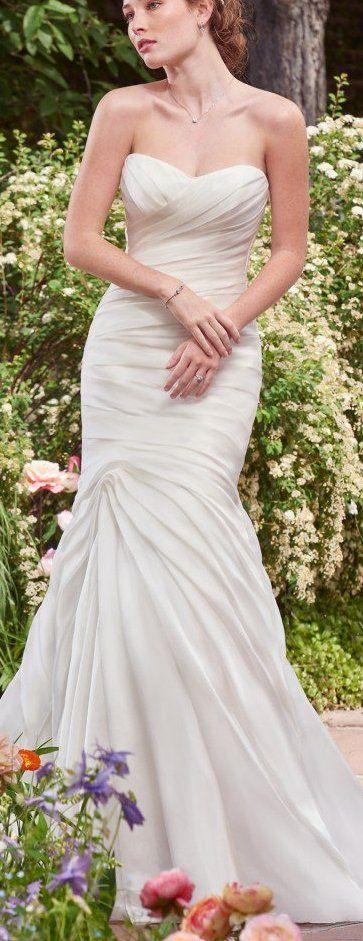 Hochzeit - Six Breezy Gowns For A Beach Wedding