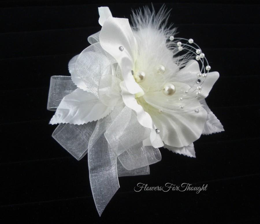 زفاف - Wedding Corsage with Pearls and Feathers, White flower wrist, Winter wedding, Prom